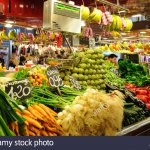 fruits-and-vegetables-stand-in-la-boqueria-market-barcelona-spain-bb3ext